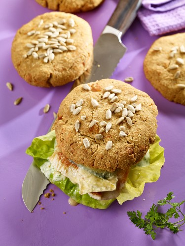 Chicken burgers with crispy low-carb buns