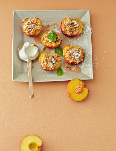 Amaretti crumble with peaches