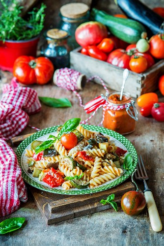 Pasta with roasted vegetables and tomato sauce