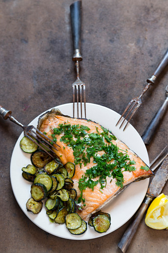 Salmon with herbs and zucchini vegetable