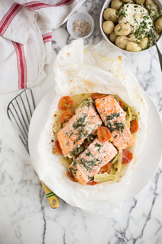 Baked salmon with fennel and tomatoes