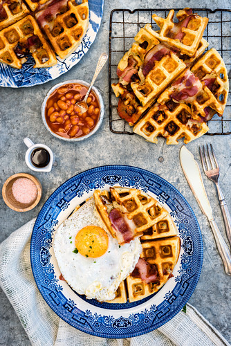 Waffles with bacon and a fried egg for breakfast