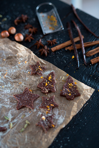 Raw vegan gingerbread with orange