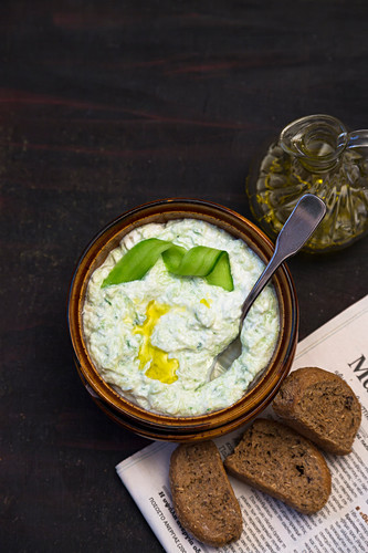 Cucumber dip with olive oil
