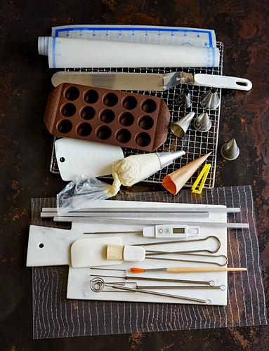 Utensilien zur Herstellung von Pralinen