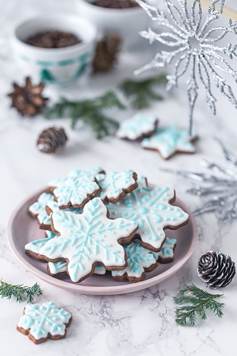 Gingerbread snowflake cookies decorated with royal icing