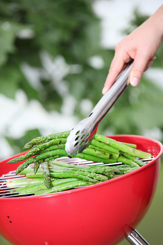 Green asparagus on a ball grill