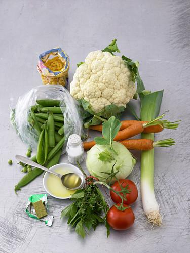 Zutaten für Gemüseeintopf mit Nudeln