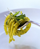 Spaghetti with rocket pesto on fork
