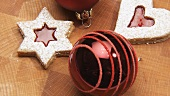 Rotating jam biscuits and Christmas baubles