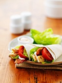 Chicken wraps with tomatoes