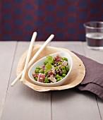 Tuna with peas and sesame seeds (Asia)