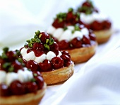 Quick bagel cherry tartlet