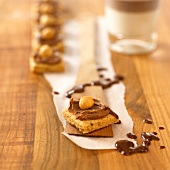 Hazelnut biscuits with cappuccino cream