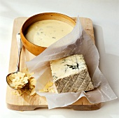 Gorgonzola and almond sauce
