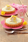 Individual lemon cheesecakes with yoghurt balls