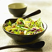 Salad leaves with chanterelles and beans