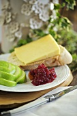 Apple and cranberry chutney with bread and cheese