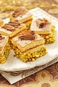 Sponge slices with pistachios and chocolate