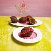 Selbstgebackene Ostereier aus Schokoladenteig