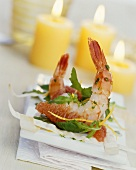 Prawns with grapefruit and strips of baked strudel pastry
