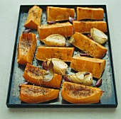 Baked pumpkin slices with fennel and garlic