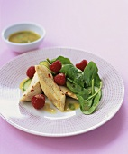 Strips of roast chicken breast with spinach salad & raspberries