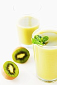 Kiwi smoothie with mint leaves