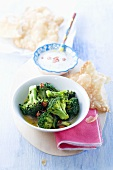 Broccoli with chilli peppers, yogurt dip and flatbread