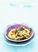 Spaghetti con le sarde (Spaghetti with anchovies and sultanas)