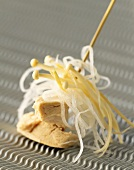 Chicken breast with rice noodles and enokitake
