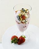 Muesli with fat-free strawberry yoghurt & fresh strawberries
