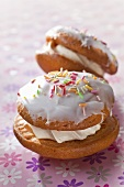 Whoopie pies with icing sugar and colourful sugar strands