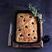 Focaccia con le olive (focaccia with olives and rosemary)