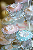 Cupcakes with sugar flowers for a wedding