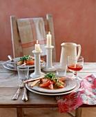 Grapefruit salad with rocket and breadsticks