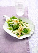 Spinach salad with croutons and cream cheese