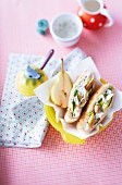 Pita bread filled with chicken, spring onions and pears