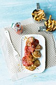 Mini pork fillets with homemade ketchup and chips
