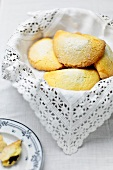 Raviole bolognesi (Italian biscuits filled with jam)