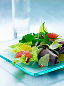 Mixed leaf salad with citrus fruits and beef