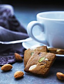 Gingerbread with almonds and pistachios