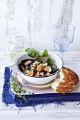Mussels in white wine with salsa