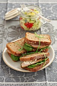 Wholemeal sandwiches with roast beef and spinach