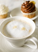 Cafe au lait with cupcakes