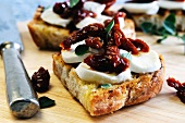 Bruschetta contadina (toasted bread topped with mozzarella and tomatoes)