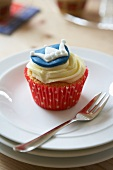 A cupcake decorated with a crown (England)