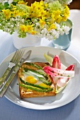 Asparagus and fried eggs tartlet