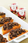Baked butternut squash with Christmas-cake crust