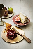 Figs in aspic with cheese and bread